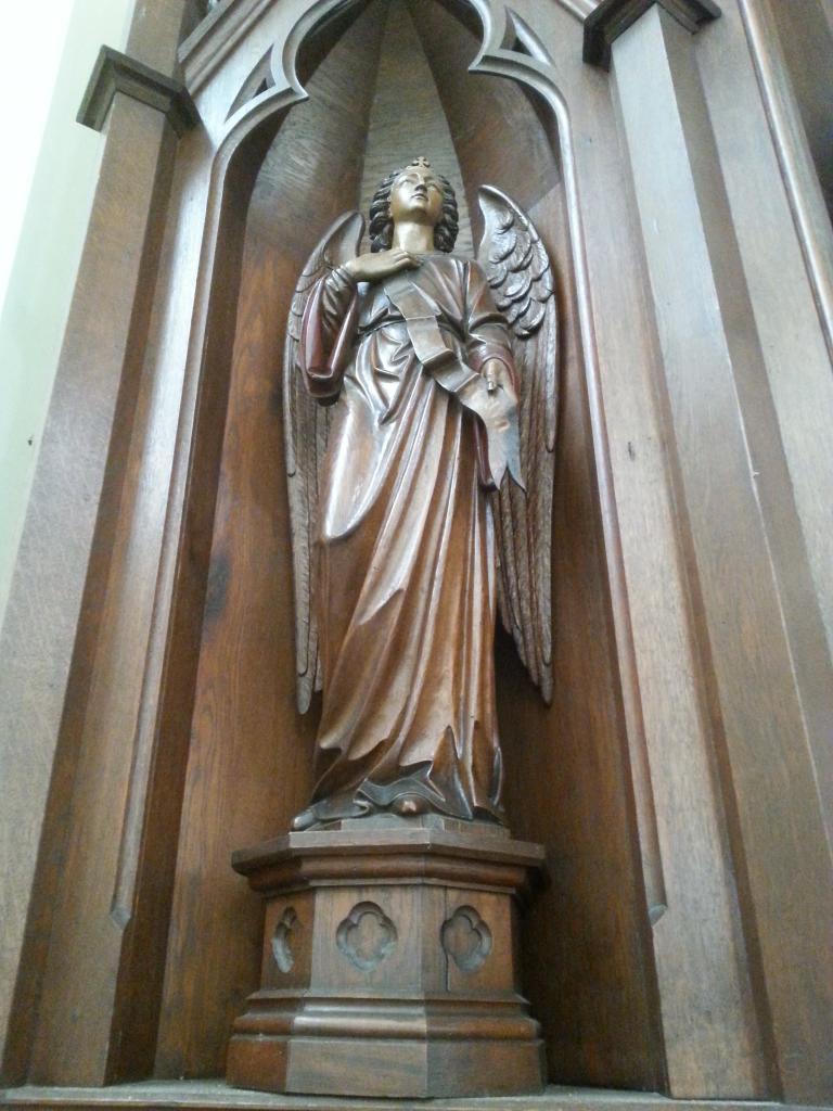 Eglise Ste-Walburge, ange de l'autel latéral