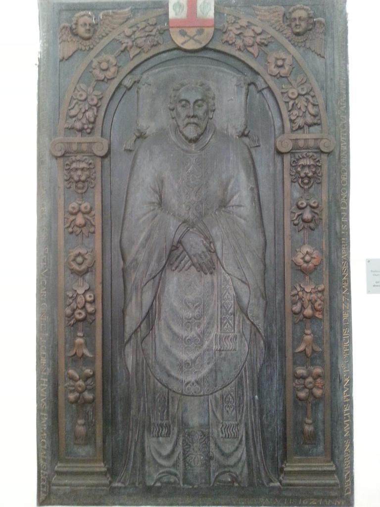 Eglise Ste-Walburge, pierre tombale