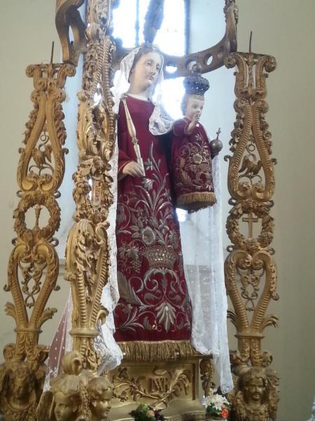 Eglise Ste-Walburge, statue de la Vierge à la l'Enfant