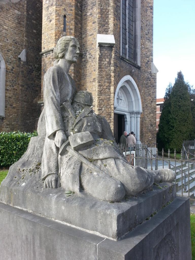 Eglise Ste-Walburge, monument extérieur