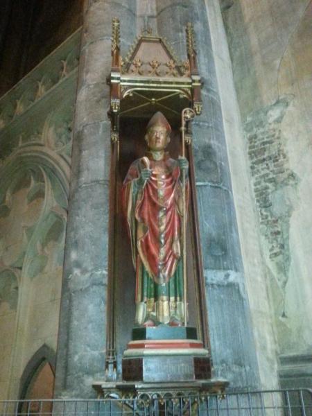 Collégiale Ste-Croix - statue de St-Hubert