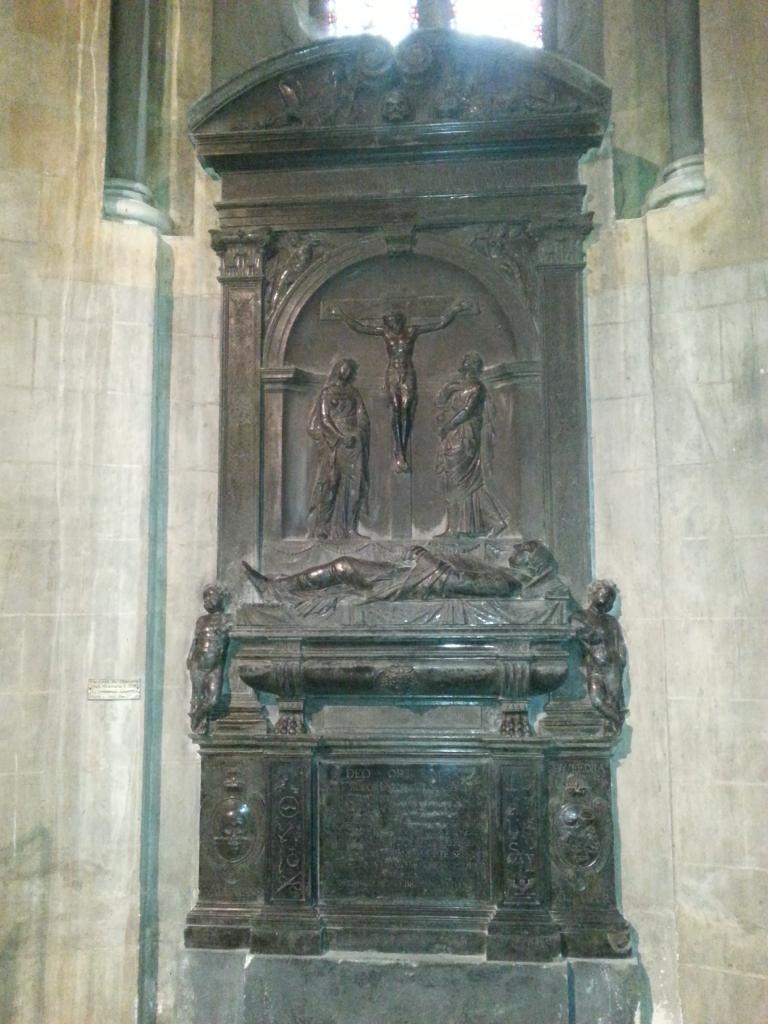 Collégiale Ste-Croix - mausolée du chanoine Hubert Milemans