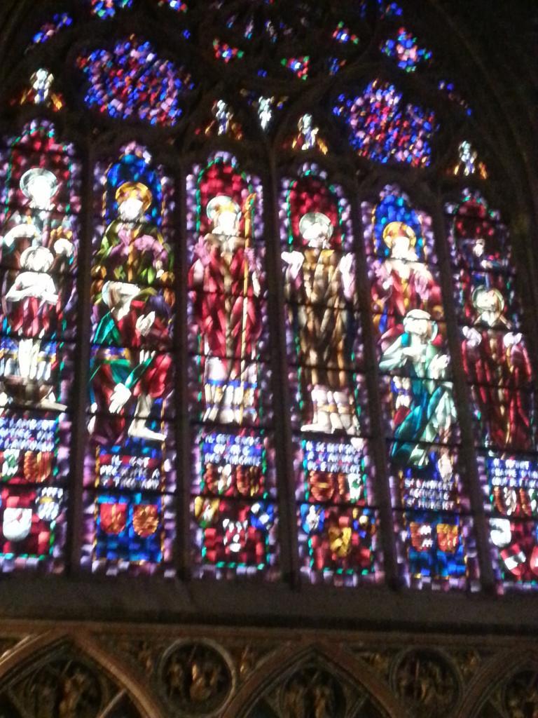 Collégiale Ste-Croix - vitraux du transept nord