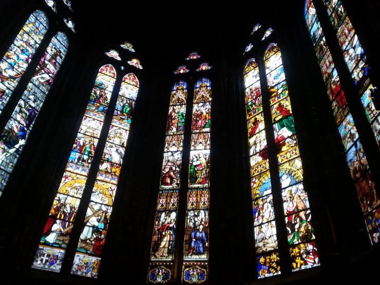 Collégiale Ste-Croix - vitraux du choeur