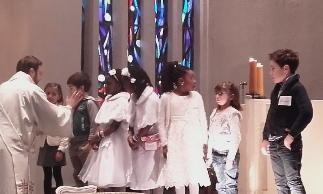 Baptêmes de sept enfants se préparant à la première communion