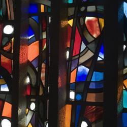 Eglise Ste-Julienne - détail du vitrail du choeur