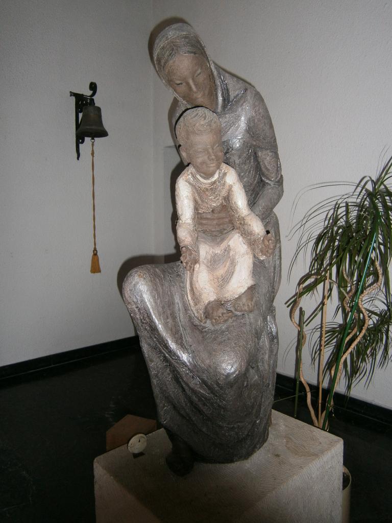 Eglise Ste-Julienne, vierge à l'enfant