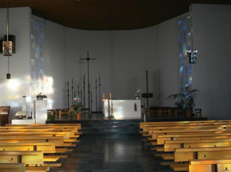 Eglise Ste-Julienne, allée principale