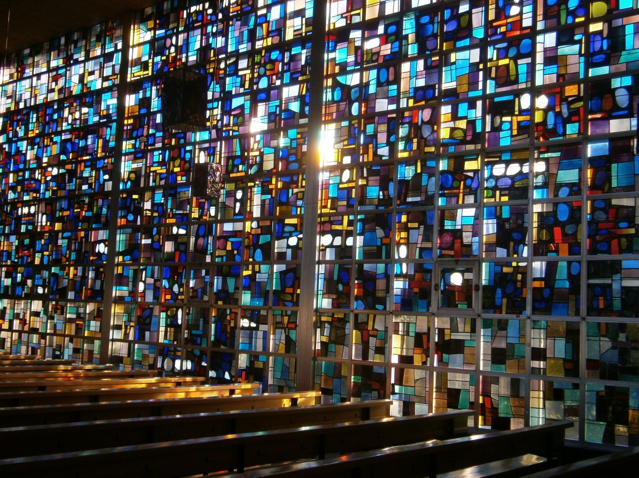 Eglise Ste-Julienne, mur de lumière