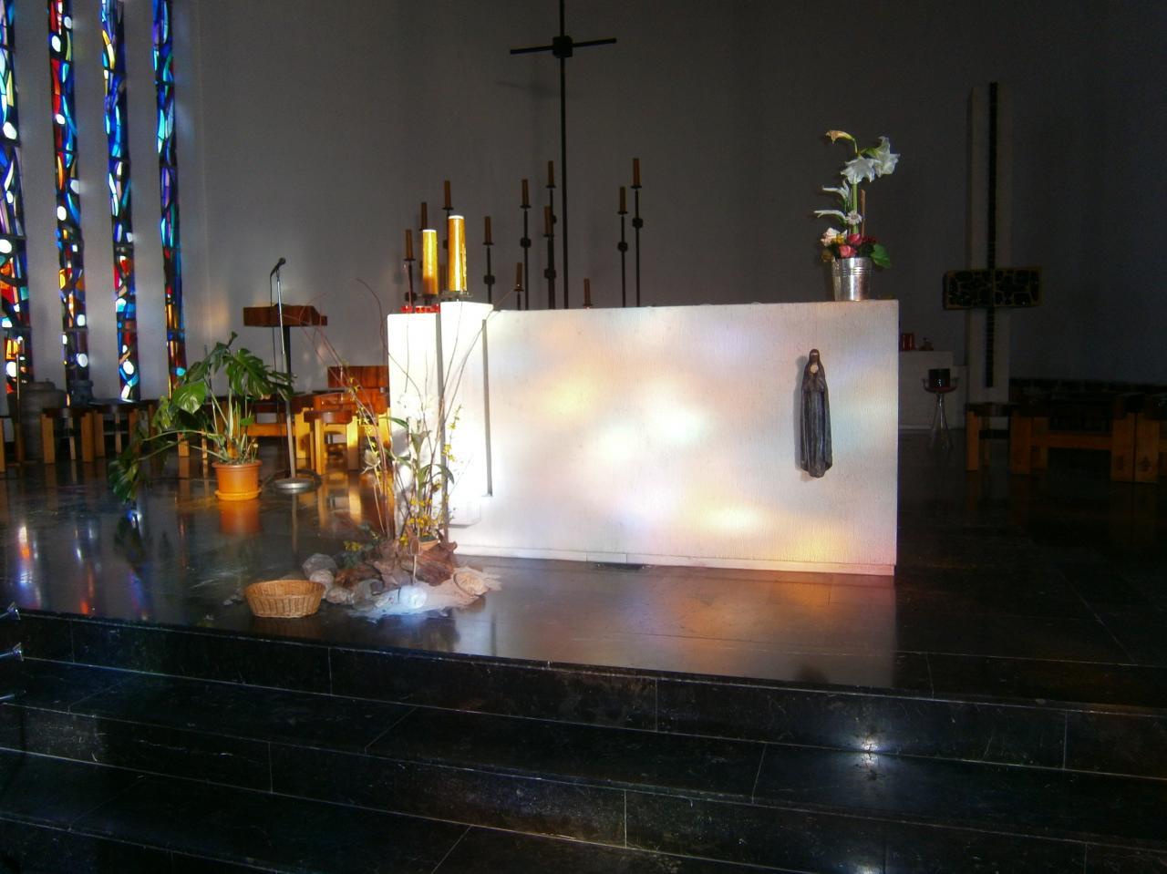 Eglise Ste-Julienne, autel