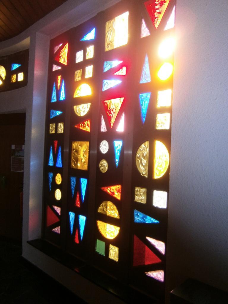 Chapelle de l'église Ste-Julienne, vitraux