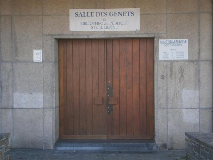 Entrée de la salle des Genêts, sous l'église Ste-Julienne
