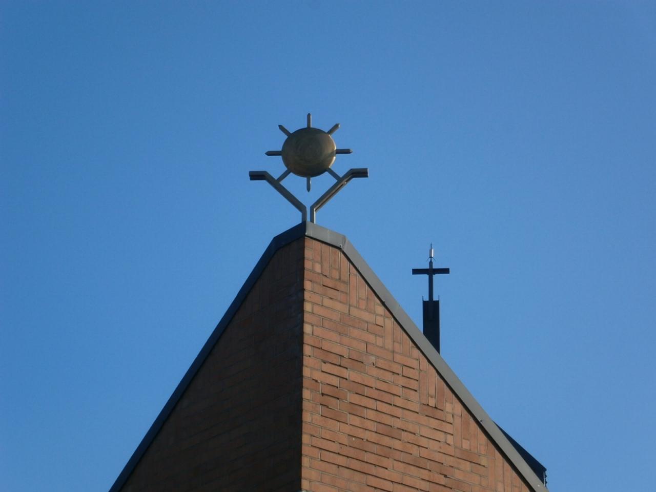 Eglise Ste-Marguerite, soleil dans le quartier