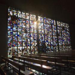 Eglise Ste-Julienne - mur de lumière